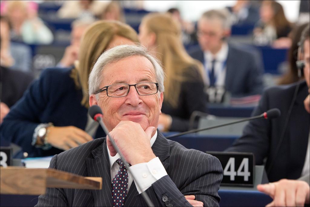 Parlamento Europeu elege Juncker para presidente da Comissão com 422 votos a favor