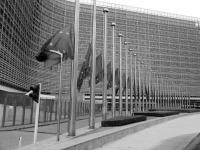 Comissão condena atentado de Paris