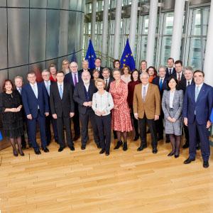 Presidente von der Leyen e outros oito membros do Colégio de Comissários em Lisboa para reunião com Presidência Portuguesa